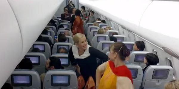 surprise-dance-onboard-Finnair-flight